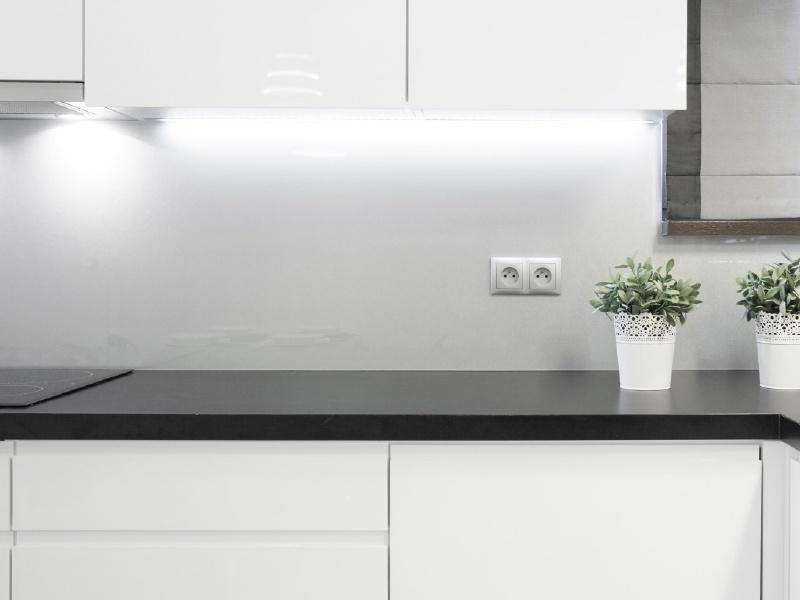 """PANLUX LINETA zářivkové kuchyňské svítidlo """"podlinka""""  8W"""